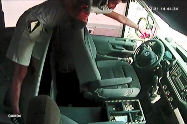 Bursa'da minibüsün arka koltuğunda saklandı, şoför inince paraları çaldı