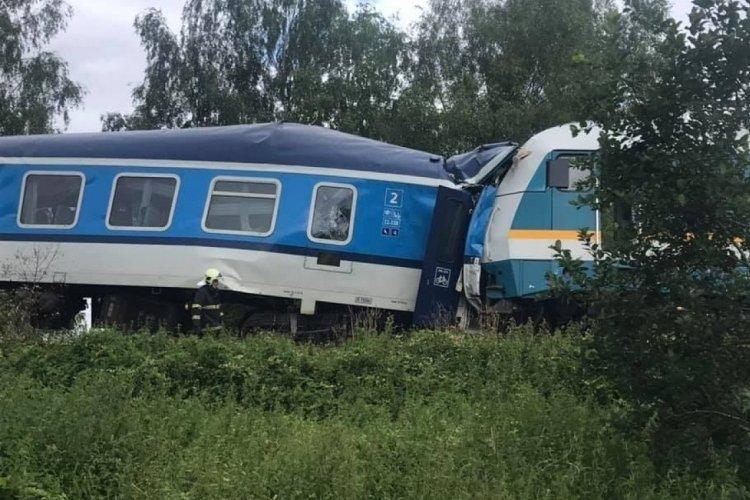 Çekya'da feci tren kazası: 2 ölü 40 yaralı