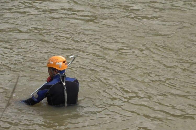 Rize'de selde kaybolan 2 kişi hala bulunamadı