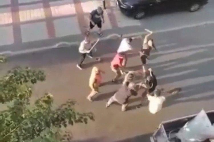 İstanbul Bağcılar'da çocukların kavgasına büyükler karıştı! 2 yaralı