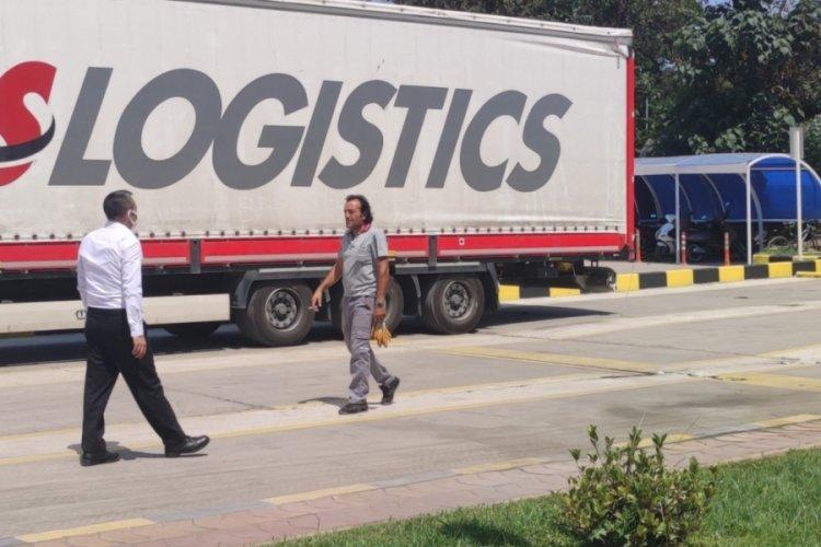 Bursa'da fabrikaya mal getiren tırın dorsesinden 2 mülteci çıktı