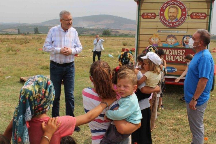'Oyuncakçı abi' Bursa'da mevsimlik tarım işçilerinin çocuklarının da yüzünü güldürdü
