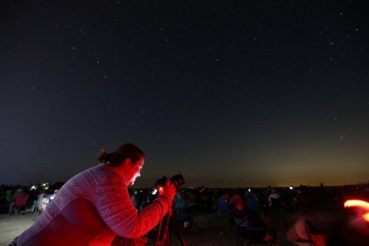 Bursa Karacabey Longozu'nda binlerce kişi meteor yağmurunu izledi