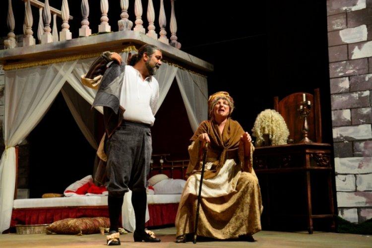 Bursa Festivali'nde Tarla Kuşuydu Juliet oyunu sergilendi