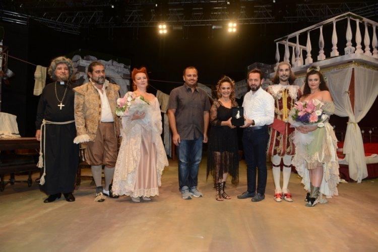 Bursalılar Açıkhava'da tiyatro keyfi yaşadı