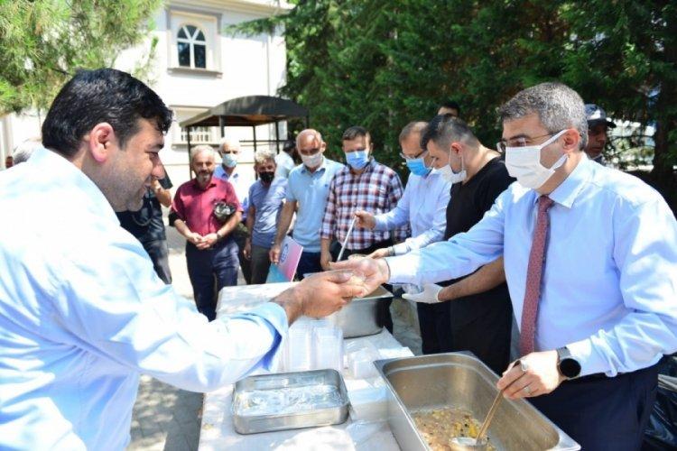 Bursa'da aşure kazanları birlik için kaynadı