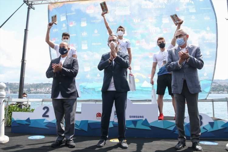 Bakan Kasapoğlu duyurdu: 1,5 milyon kişiye yüzme öğreteceğiz!
