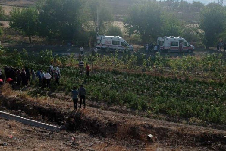 Elazığ'da feci kaza! Ticari araç şarampole yuvarlandı: 1 ölü 4 yaralı