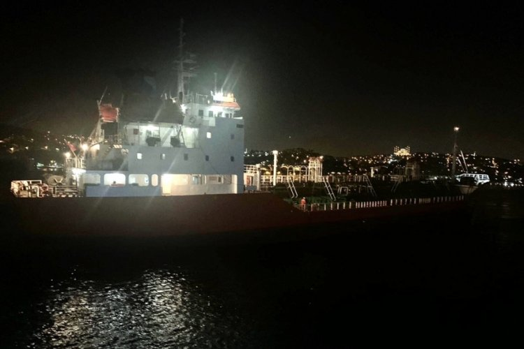 İstanbul Boğazı'nda arızalanan petrol tankeri Ahırkapı'ya demir attı