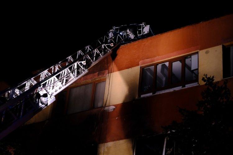 İstanbul'da bir binanın 4. katında çıkan yangın söndürüldü