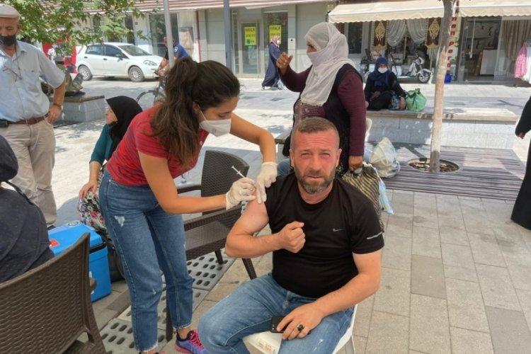 Bursa Yenişehir'de kurulan aşı çadırlarına ilgi büyük