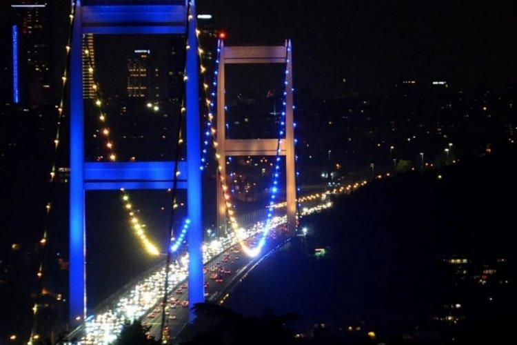 İstanbul'un köprüleri Ukrayna için aydınlatıldı!