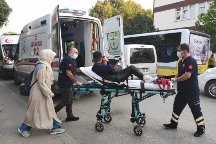 Bursa'da motosiklet yayaya çarptı: 2 yaralı var