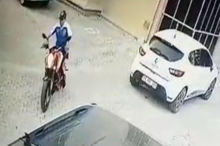 Bursa'da zinciri kırmak için bir saat uğraşıp 35 bin liralık motosikleti çaldı