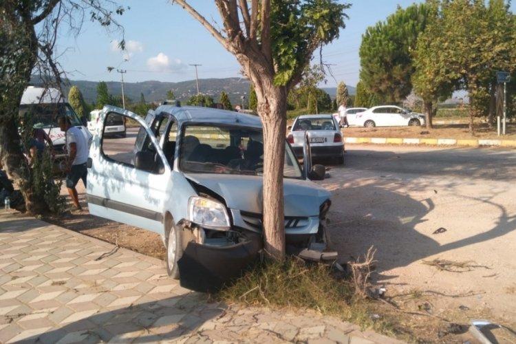 Balıkesir'de iki otomobil çarpıştı: 8 yaralı