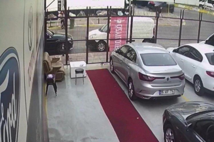 İstanbul Esenyurt'ta ehliyetsiz sürücü kadına çarpıp, kaçtı