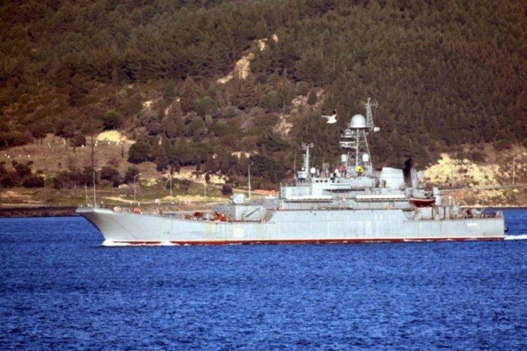 Rusya'ya ait askeri gemi Çanakkale Boğazı'ndan geçti