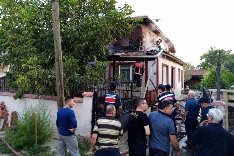 Bursa İnegöl'de iki katlı evde yangın