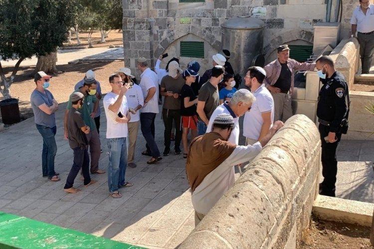 İsrail'de Yahudi grup İsrail polisi korumasında Mescid-i Aksa'ya baskın gerçekleştirdi