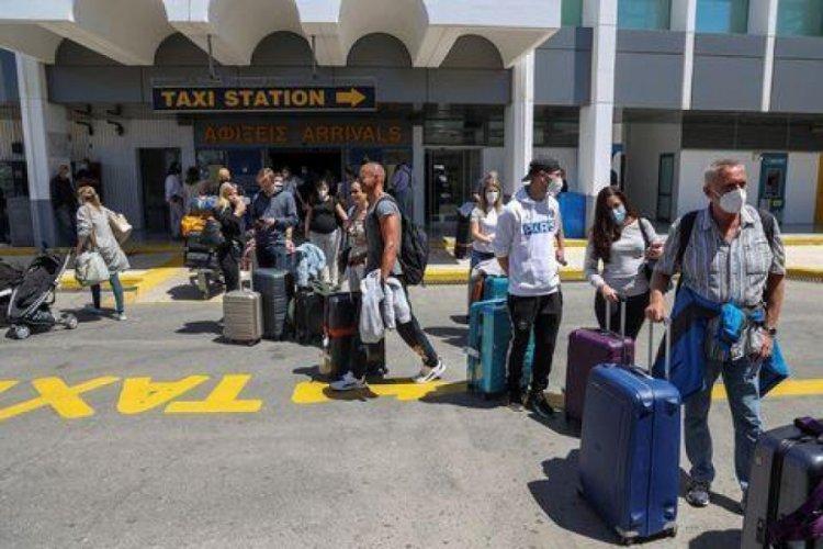 Girit Adası'nda uygulanmaya başlanan sokağa çıkma yasağı uzatıldı