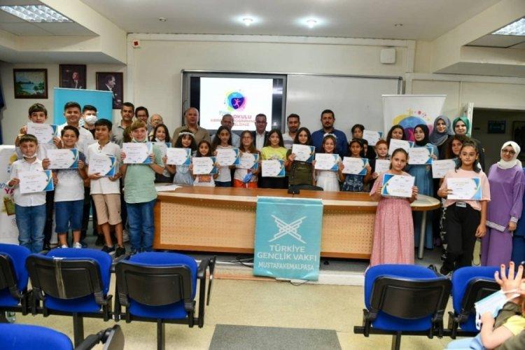 Bursa'da TÜGVA'lı gençlere sertifika