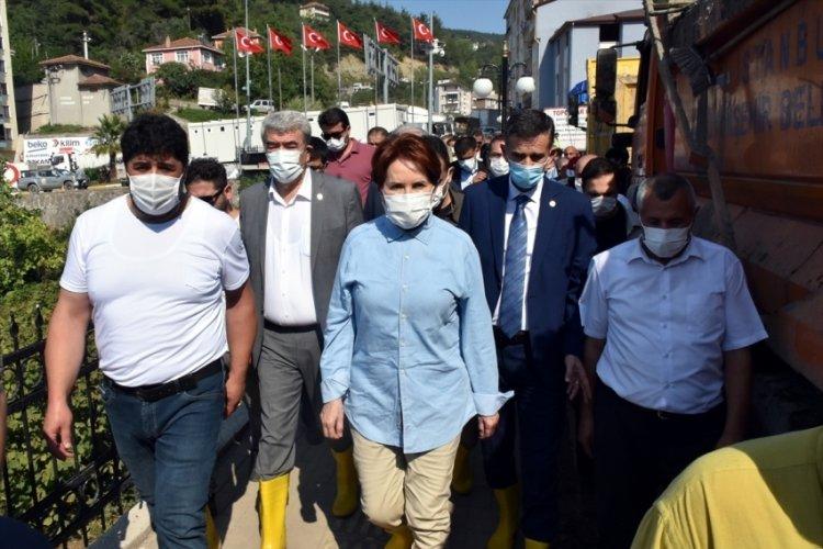 Meral Akşener, sel bölgesi Bozkurt'u ziyaret etti