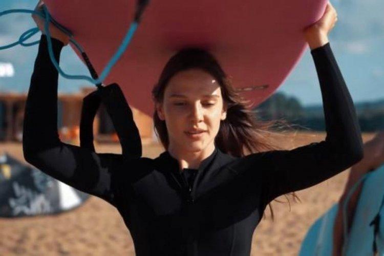 Güzel oyuncu Alina Boz, yetenekli bir sörfçü çıktı!