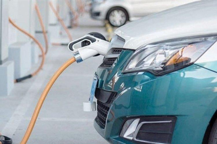 Almanya'da trafiğe yeni çıkacak araçların yüzde 80'inin elektrikli olması bekleniyor