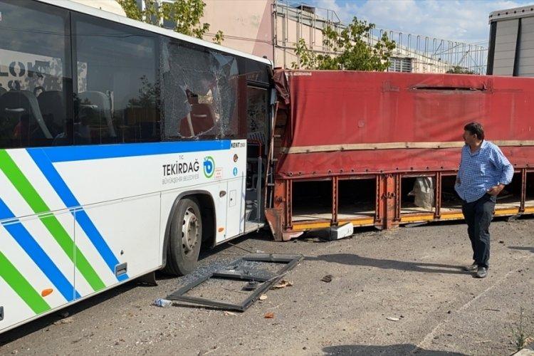 Tamir edildikten sonra test sürüşü yapılan otobüs 7 araca çarptı