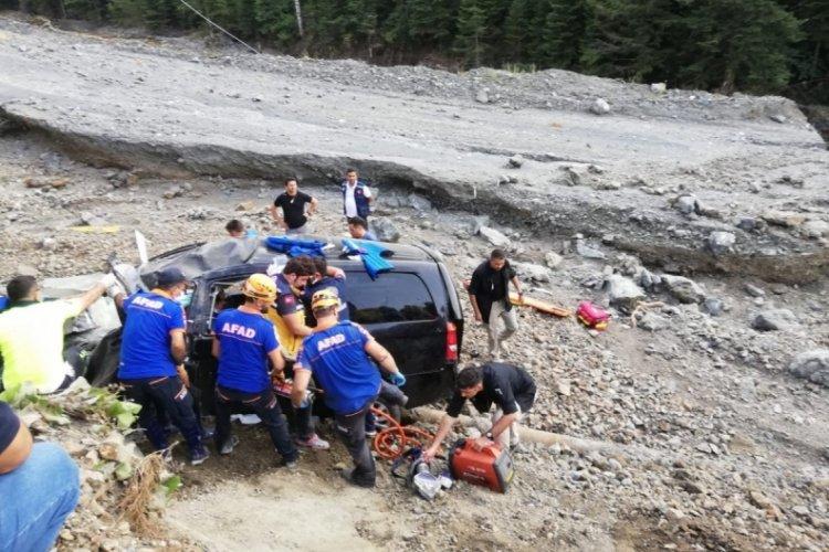 Afet bölgesine giden Bakanlık görevlileri kaza yaptı!