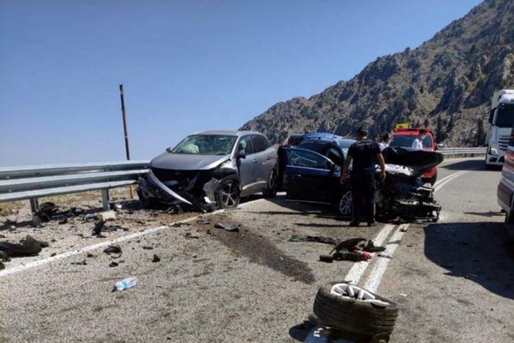 Üç aracın karıştığı kazada 7 kişi yaralandı