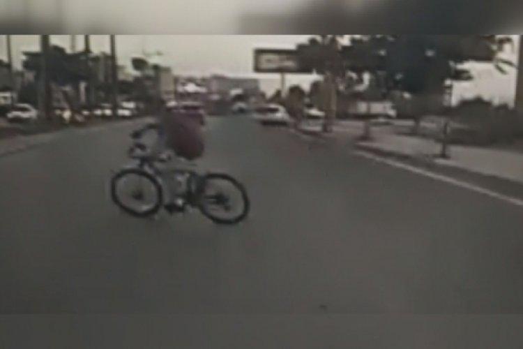 Sokak köpeklerinden kaçan çocuk ölüme yakalandı!