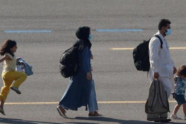 Taliban'dan kaçan Afganlar ABD'ye vardı