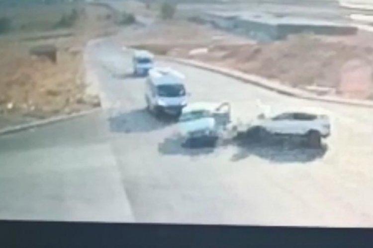 Eskişehir'de korkunç kaza! İki otomobil kavşakta çarpıştı