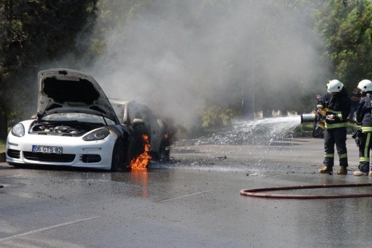 Antalya'da lüks otomobil kullanılmaz hale geldi