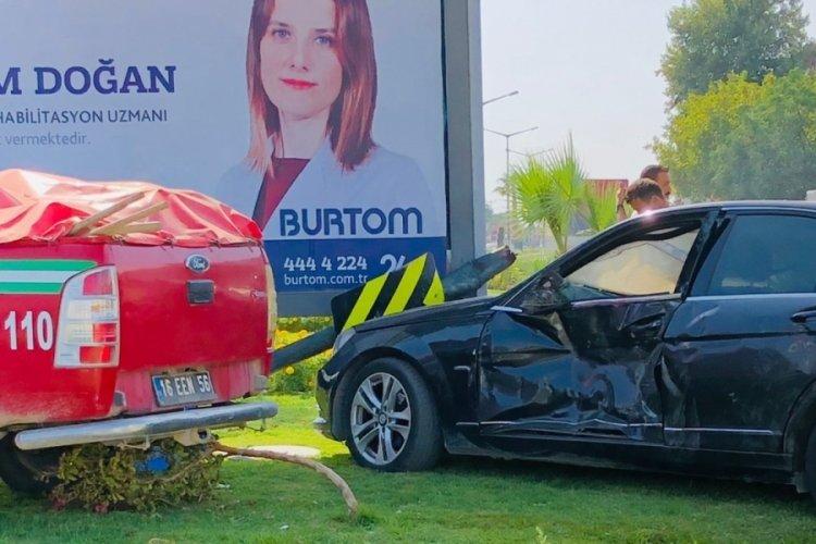 Bursa'da yangın bölgesine giden araç kaza yaptı