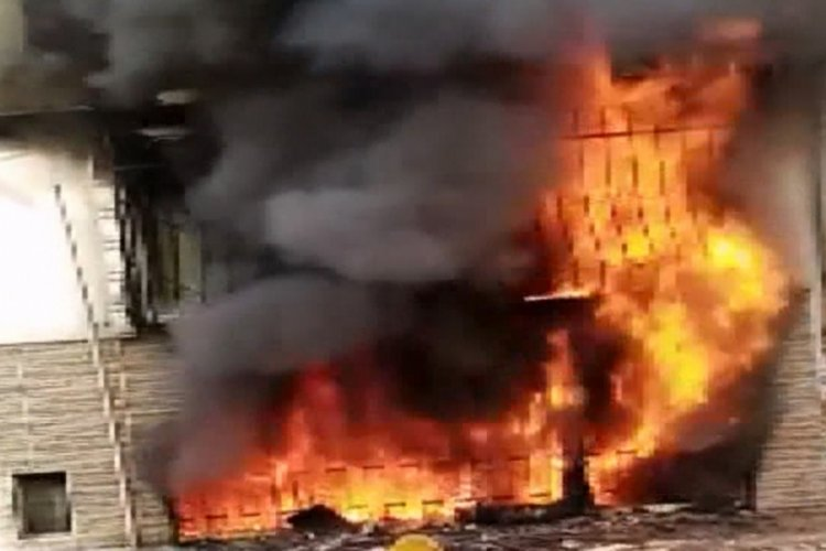 İstanbul'da 4 katlı binada yangın paniği!