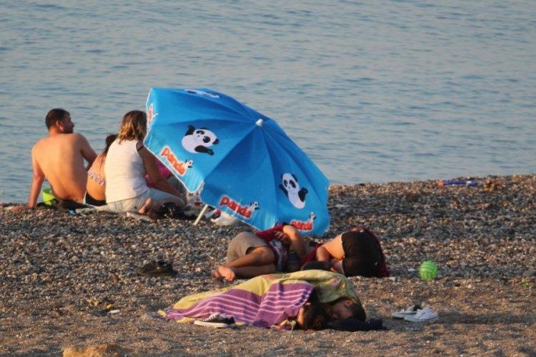Dünyaca ünlü Konyaaltı Sahili açık hava oteline döndü