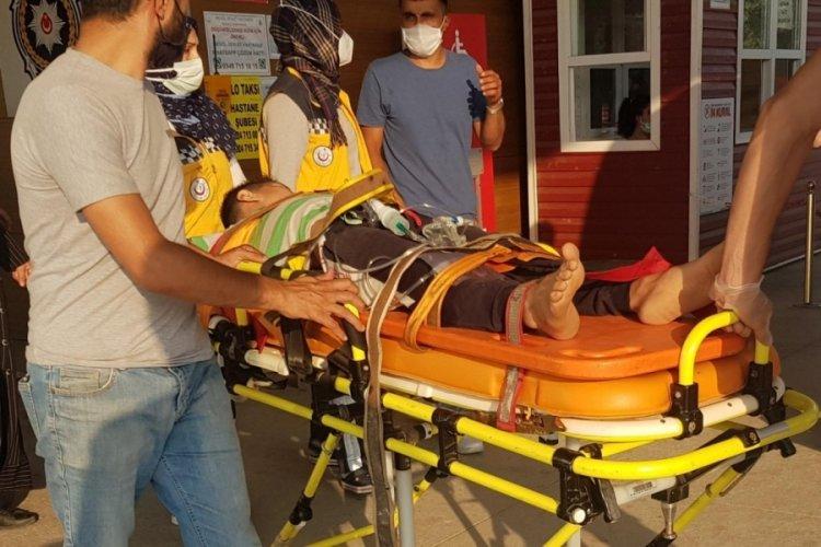 Bursa'da dedesinin kullandığı traktörün altında kalan çocuk ağır yaralandı