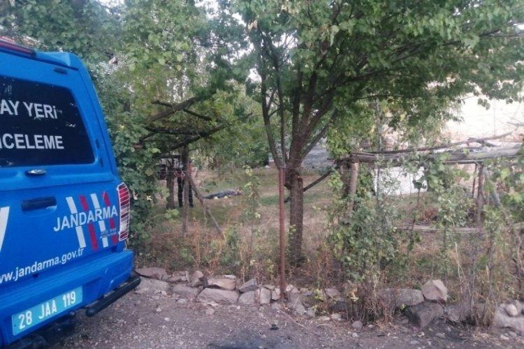 Giresun'da dehşet!  Yolunu kestiği araçtaki kadını vurup, intihar etti