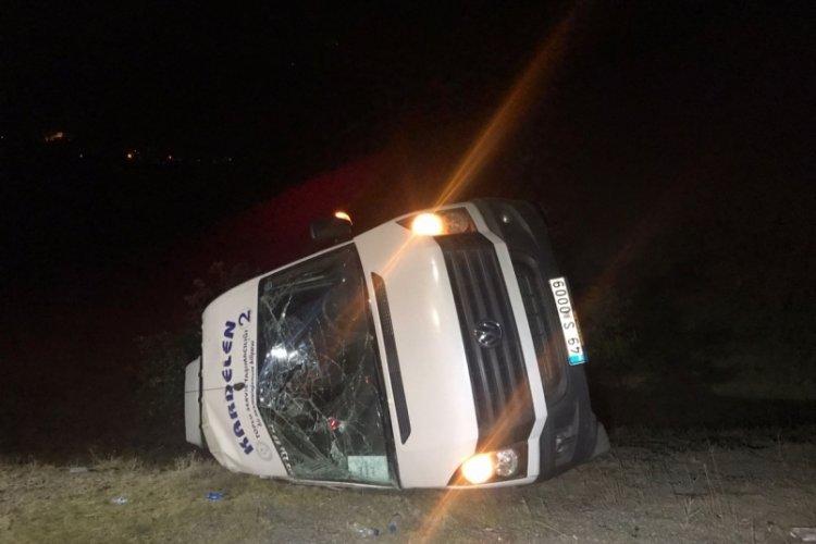 Malazgirt kutlamalarında görevli polisleri taşıyan minibüs kaza yaptı: 15 yaralı