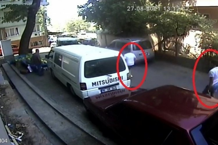 Bursa'da yol verme kavgası kamerada! 2 yaralı