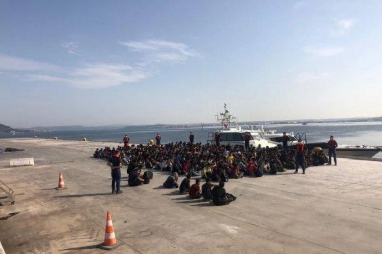 Çanakkale Boğazı'nda bir teknede 204 kaçak göçmen yakalandı
