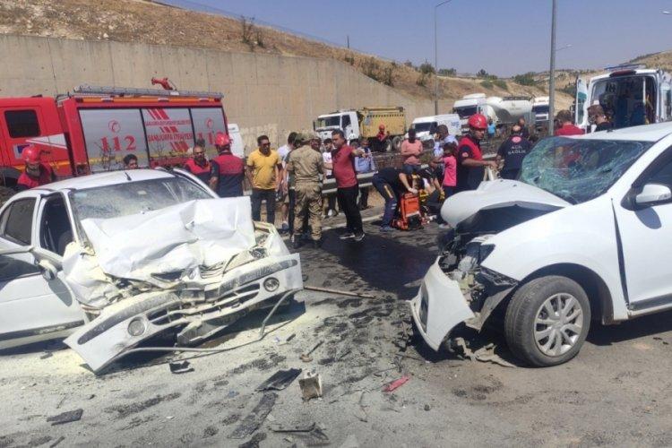 Şanlıurfa'da feci kaza! İki araç kafa kafaya çarpıştı; 3'ü ağır, 6 yaralı