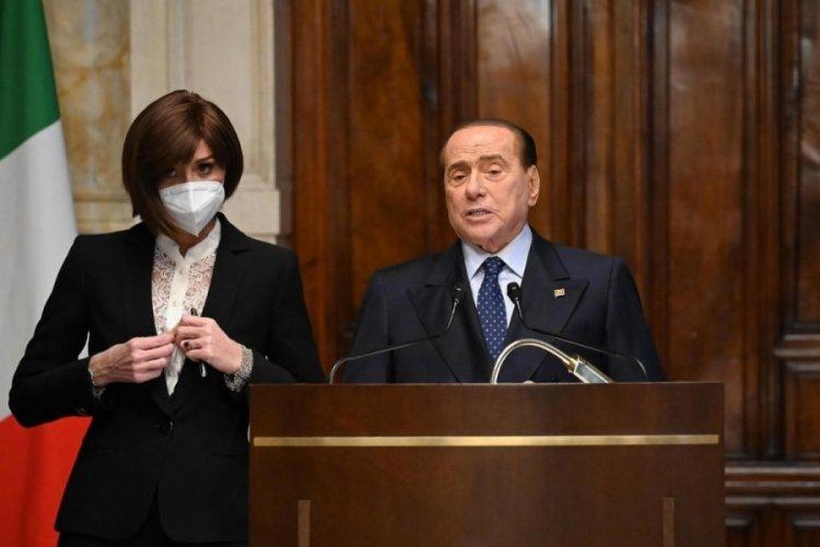 Eski İtalya Başbakanı hastaneye kaldırıldı