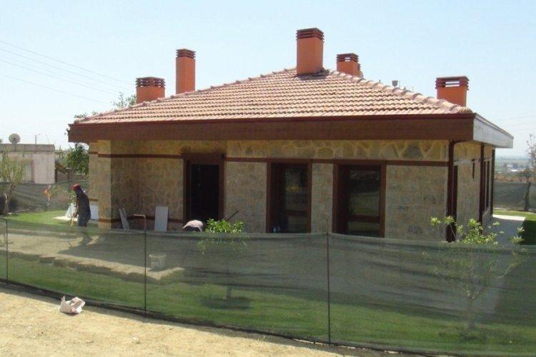 Manavgat yangınında evi yanan yaşlı çift yeni evlerine kavuştu