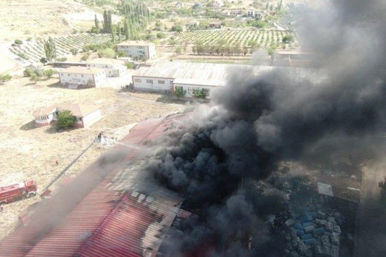 Kayseri'deki fabrikada yangınını söndürme çalışmaları devam ediyor