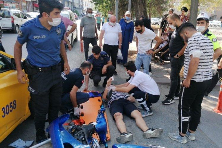Taksiyle çarpışan motosiklet sürücüsü yaralandı