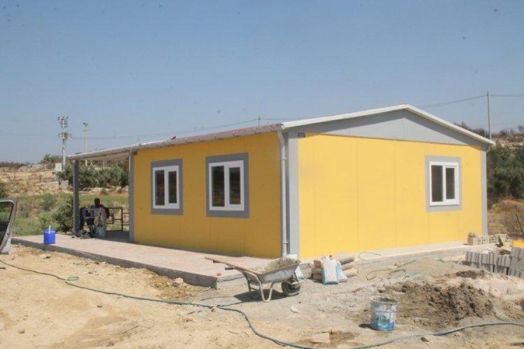 Manavgat'ta evi yanan Fatma teyzenin evini Demet Akalın yaptırıyor
