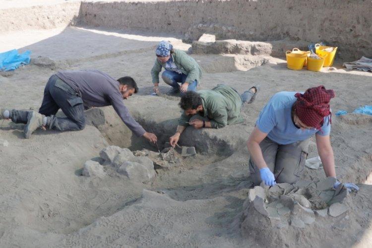 Eskişehir'de 5 bin yıllık mezarlarda çocuk iskeletleri bulundu